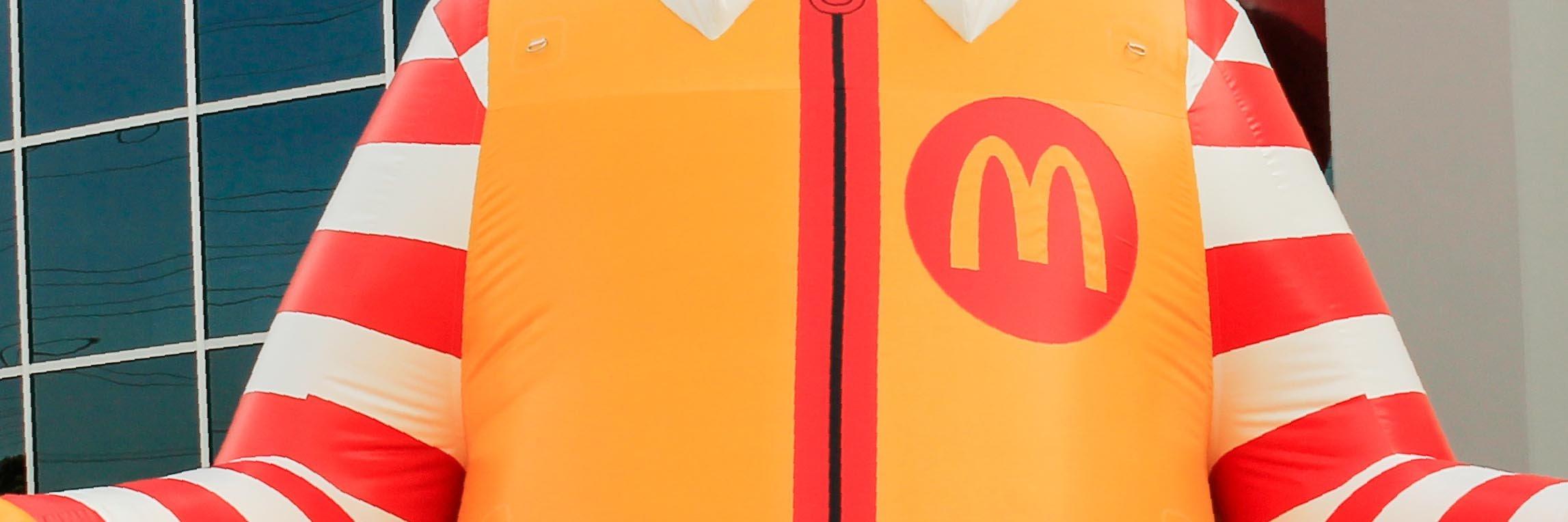 close-up-details-of-ronald-mc-donald-print