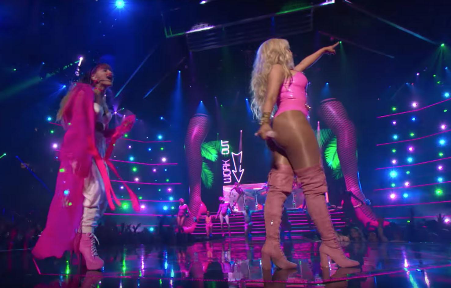 giant legs with Nicki Minaj and Ariana Grande