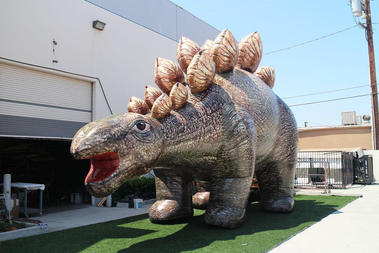 inflatable-stegosaurus-with-no-teeth
