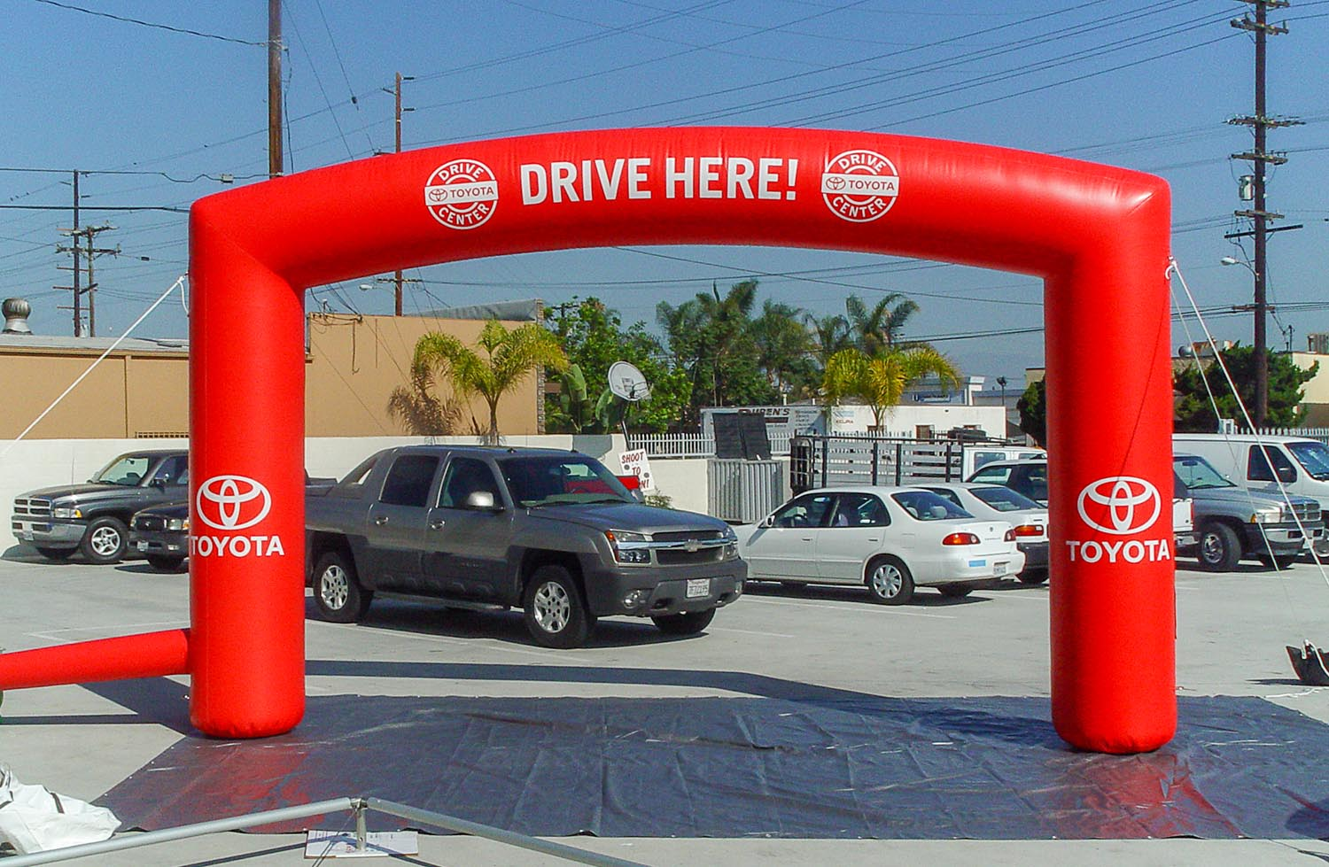 toyota-inflatable-arch-red