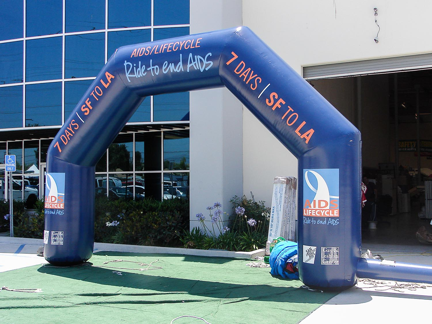 aids-lifecycle-inflatable-arch