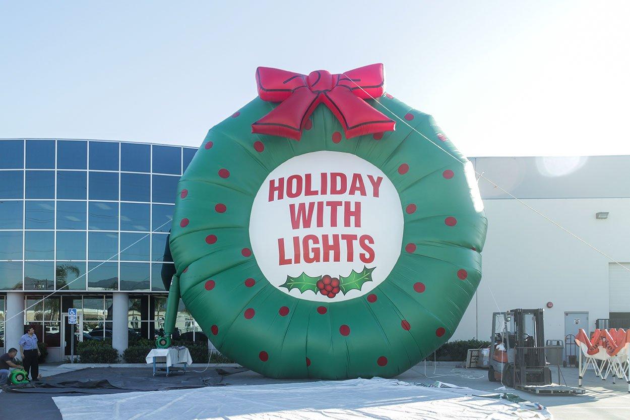 inflatable-christmas-wreath