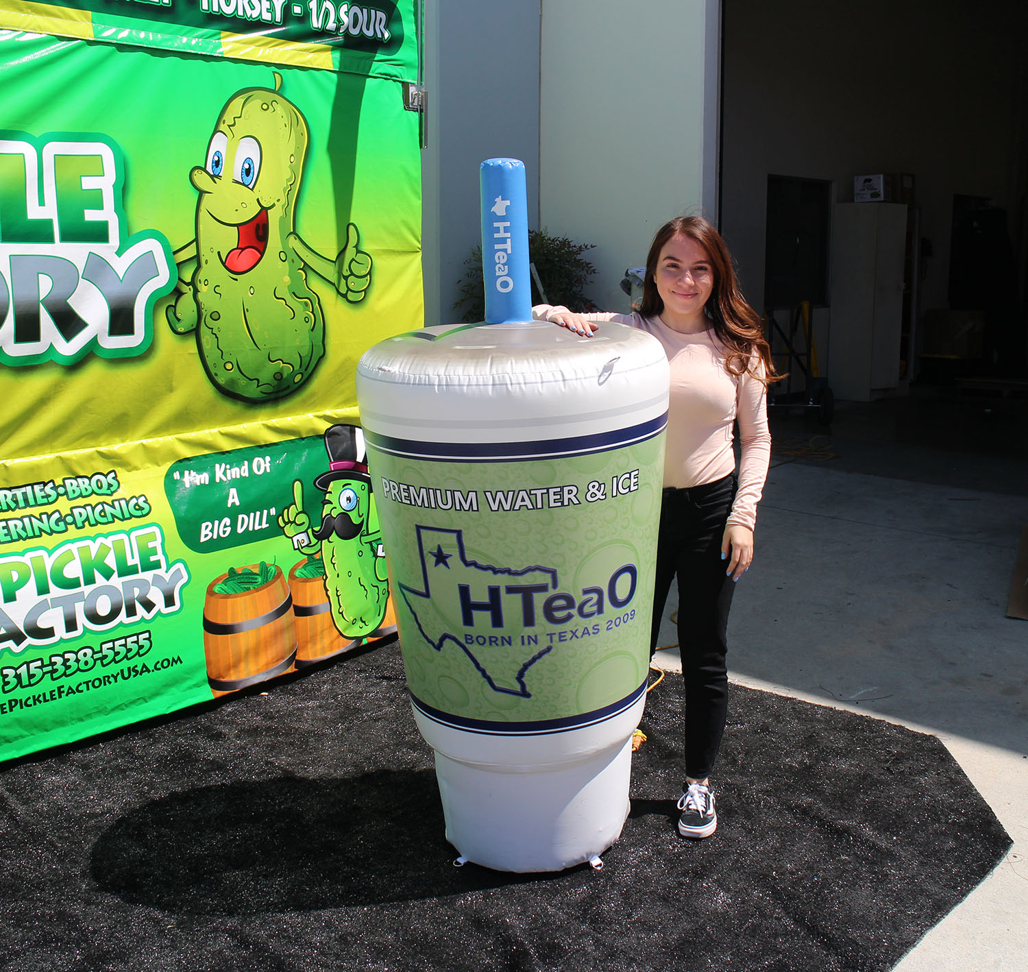 fountain-drink-inflatable-cup