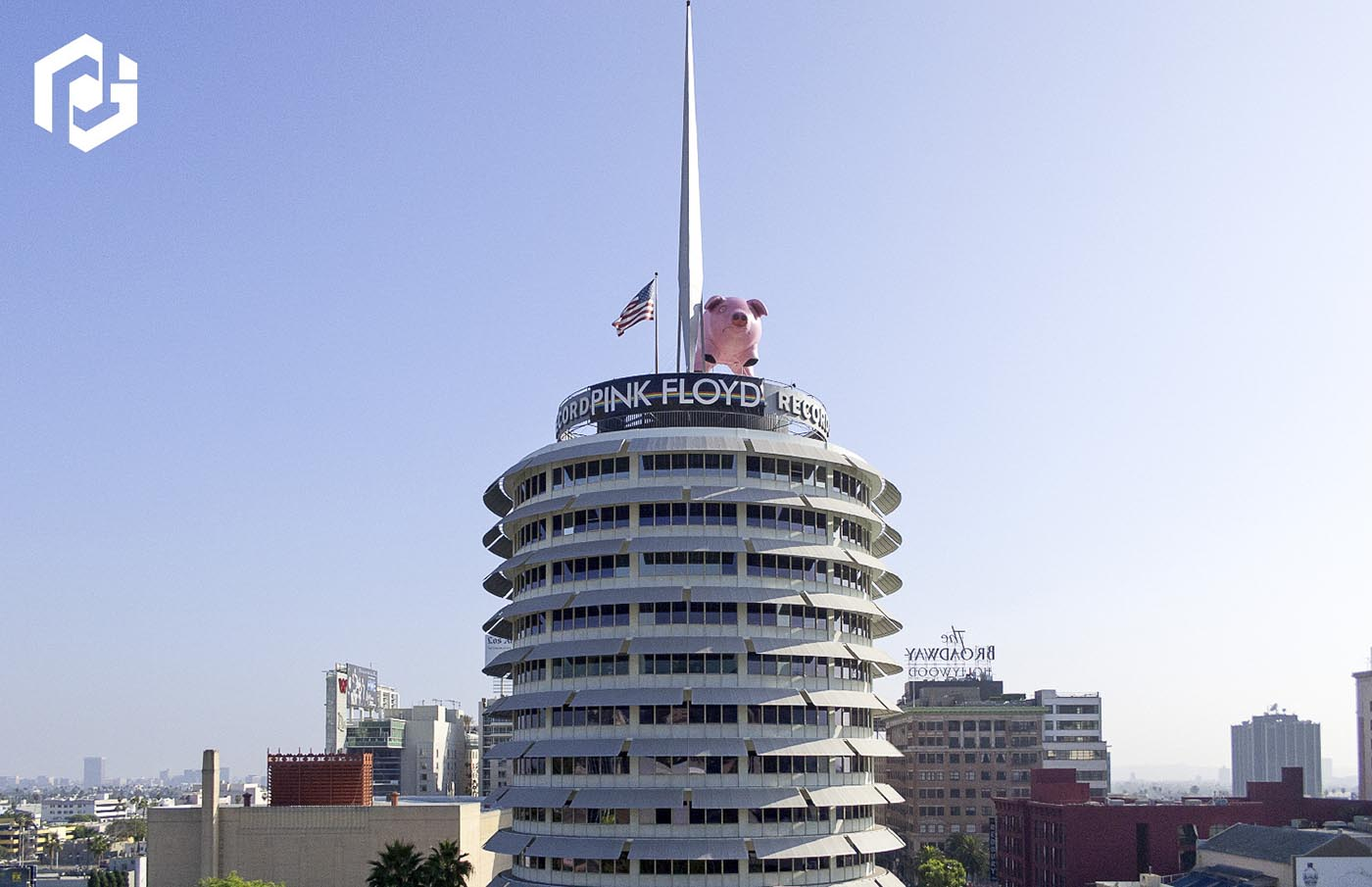 inflatable-animals-pig-on-top-of-capitol-records