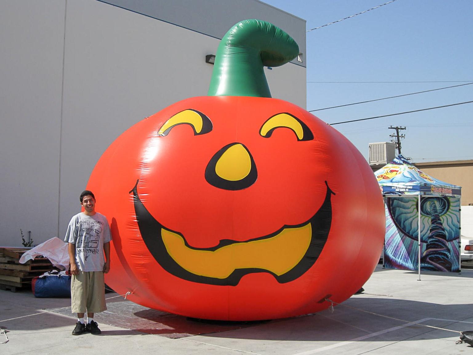 jack-o-lantern-inflatable