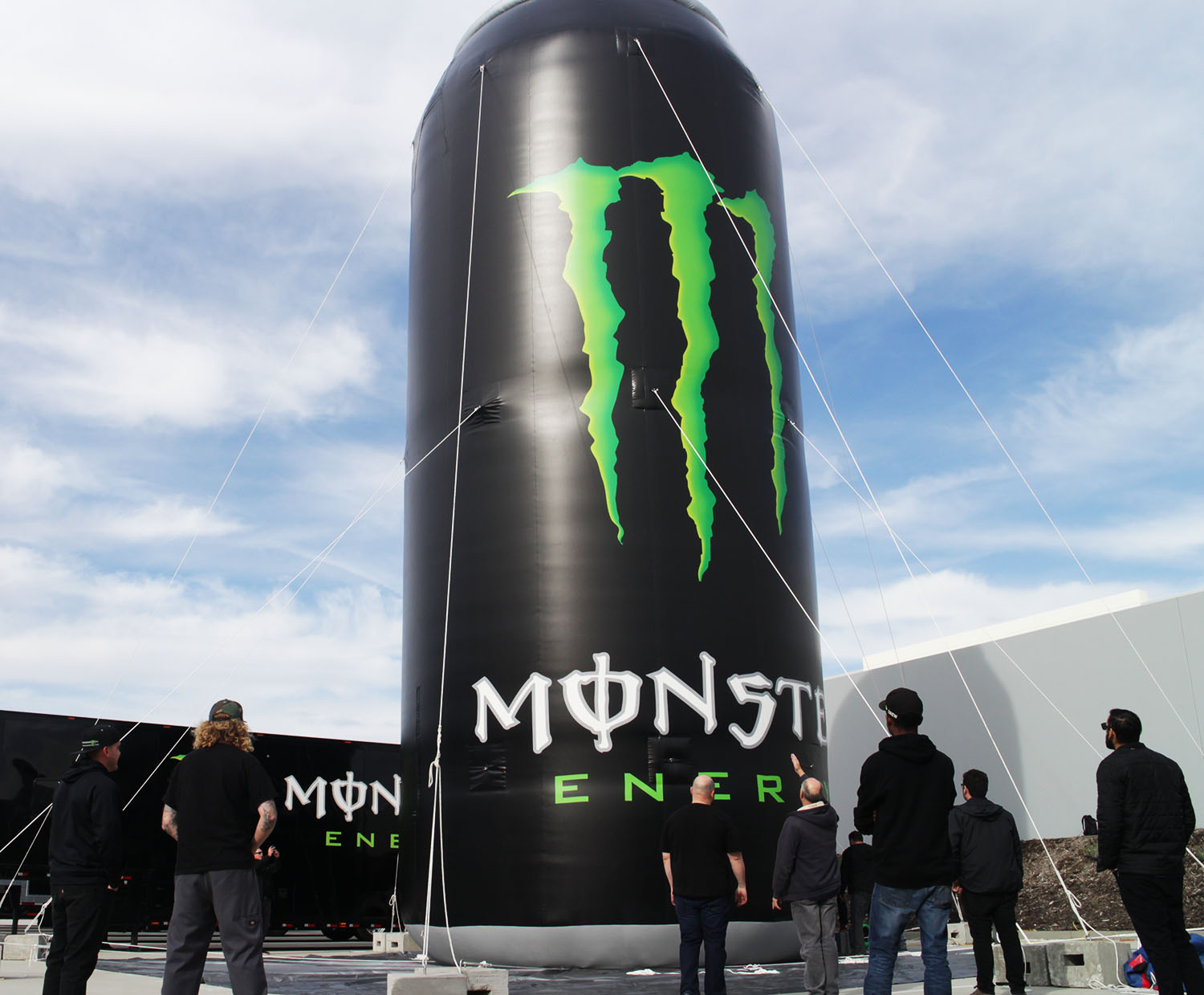 monster-energy-can-set-up