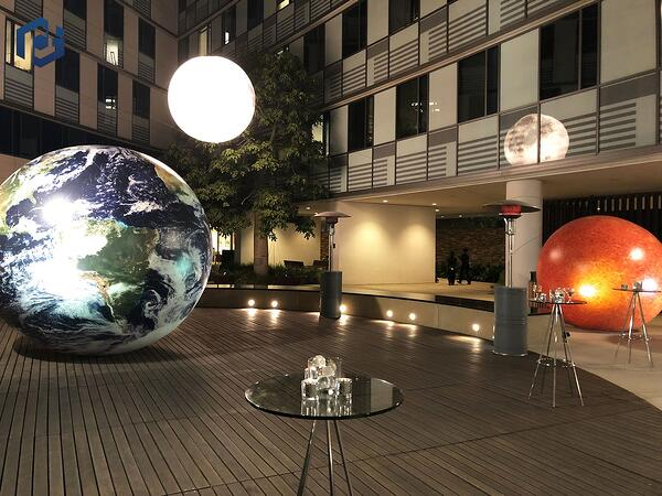 inflatable-planets-night
