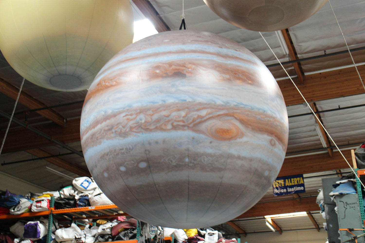 planets-jupiter-replica-inflatable