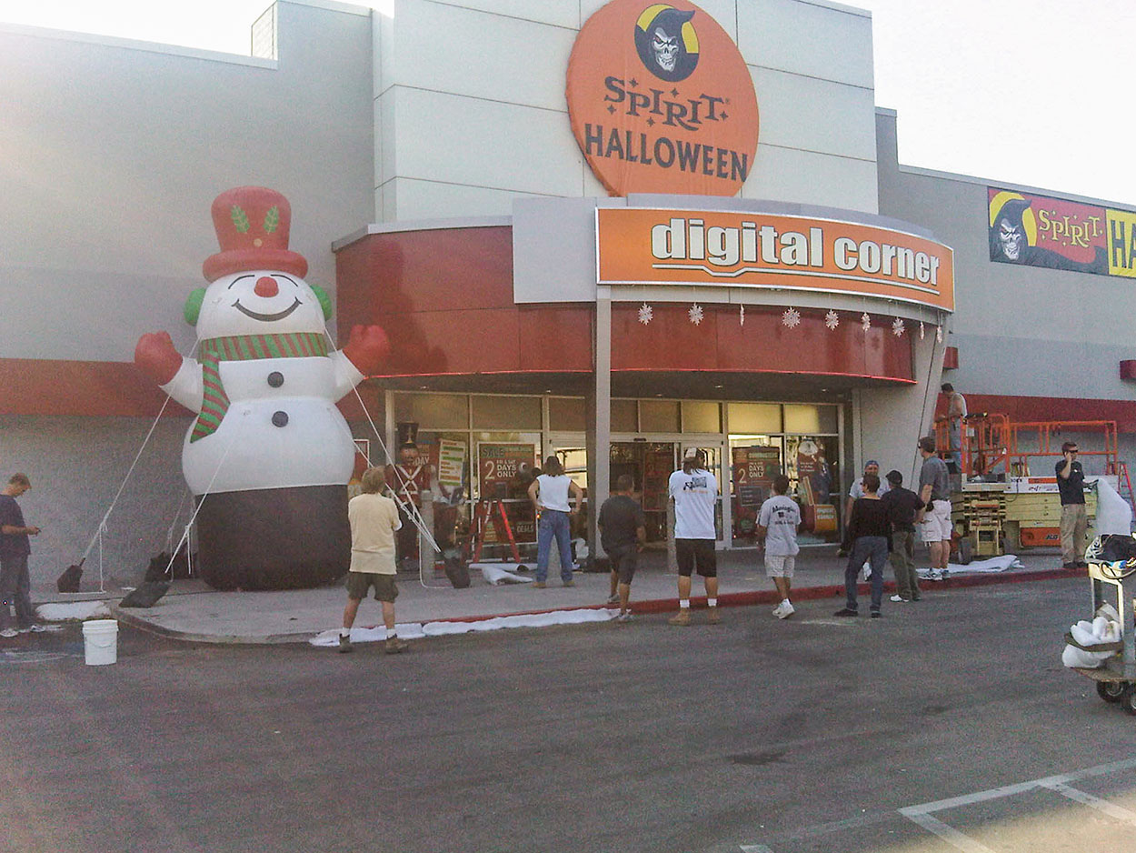 snowman-at-store