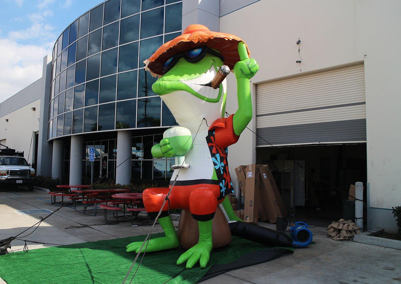 texas-roadhouse-mascot-inflatable
