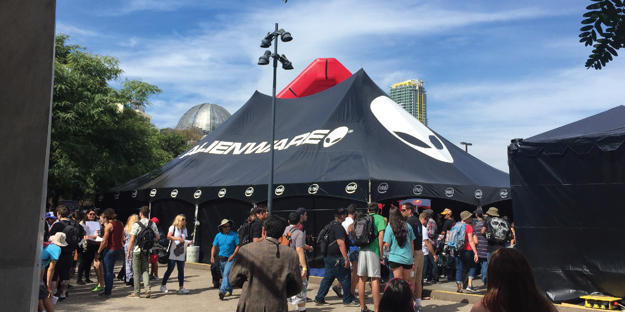 Alienware Custom Frame Tent at comic con with a many passerby