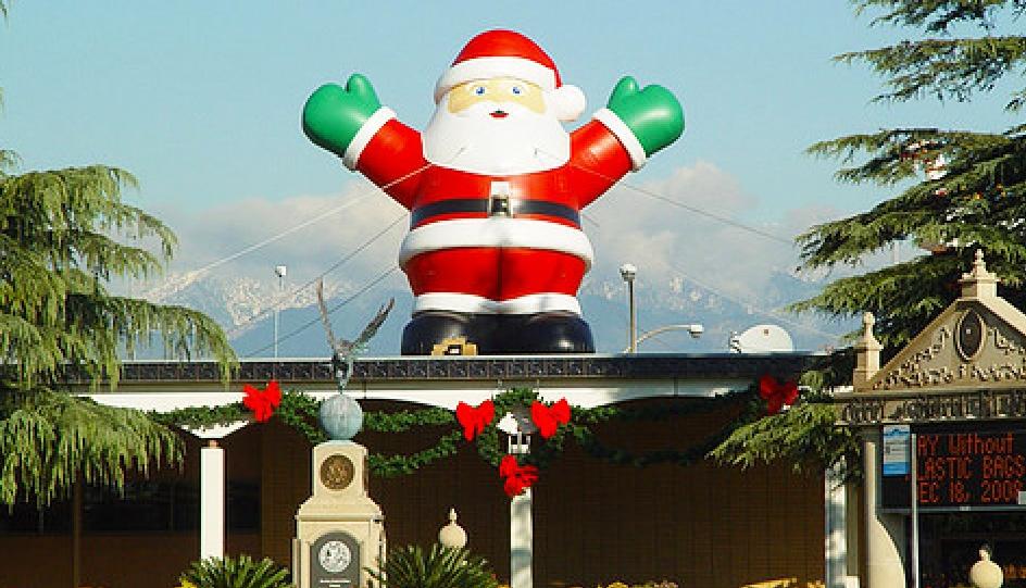 inflatable-christmas-santa-01.jpg